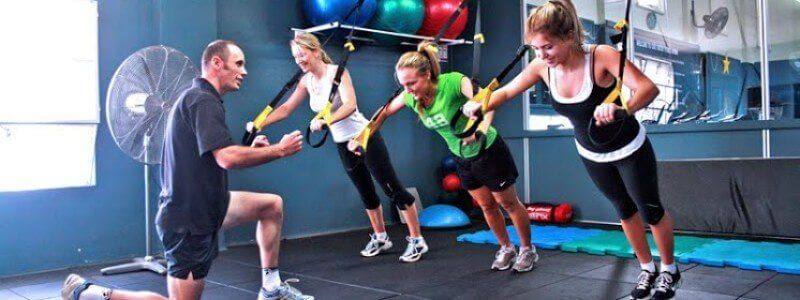 Group_Personal_Training_at_a_Gym-800x300